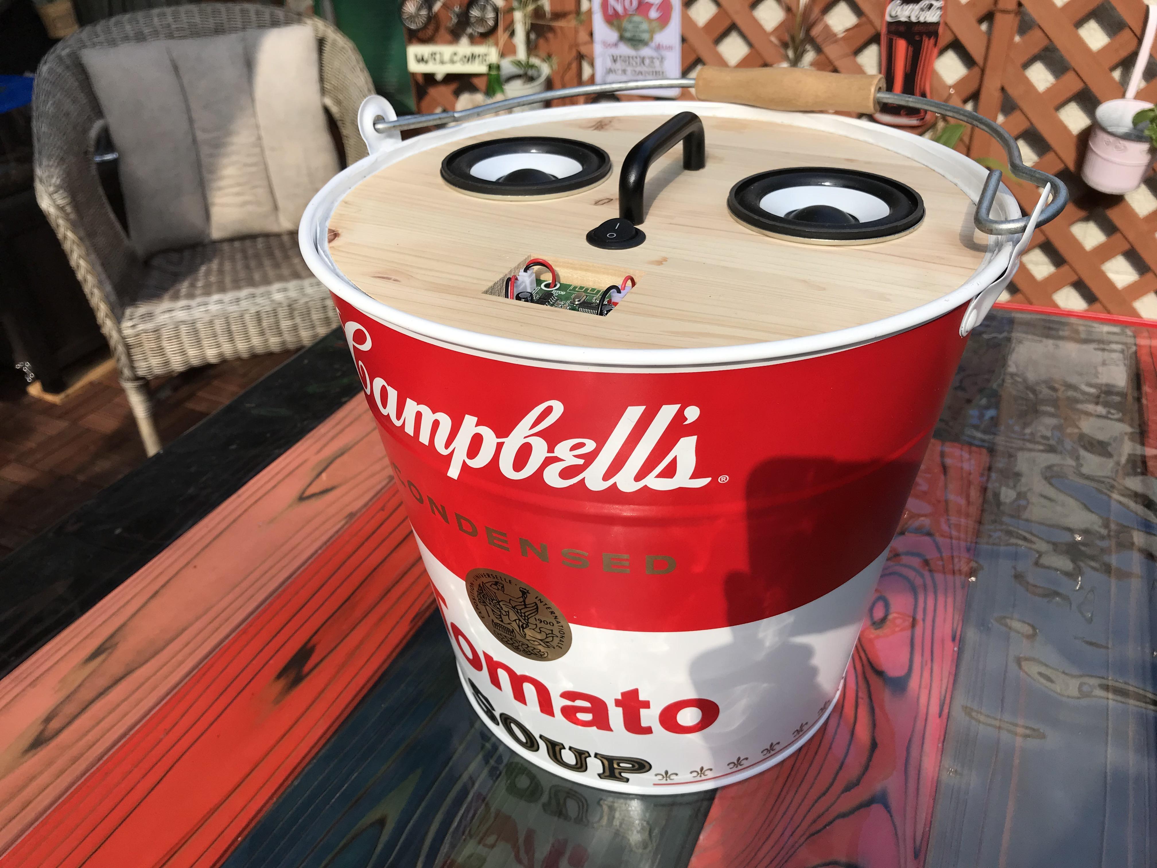 バケツ型スピーカー『Humming Buckets』
