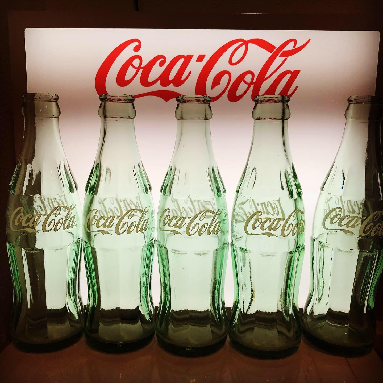 光る! ポップアート『Five Coke Bottle』